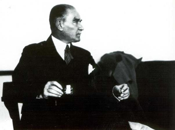 Atatürk Cumhuriyeti kahve içe içe kurdu… 4