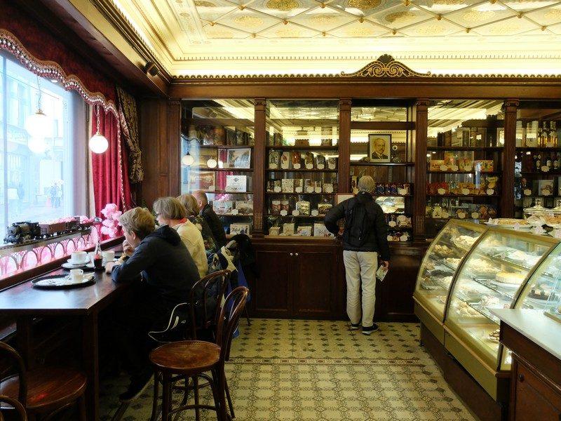 Estonya'nın tarihi kahve durağı: Maiasmokk Cafe'de 7
