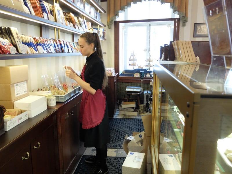 Estonya'nın tarihi kahve durağı: Maiasmokk Cafe'de 19