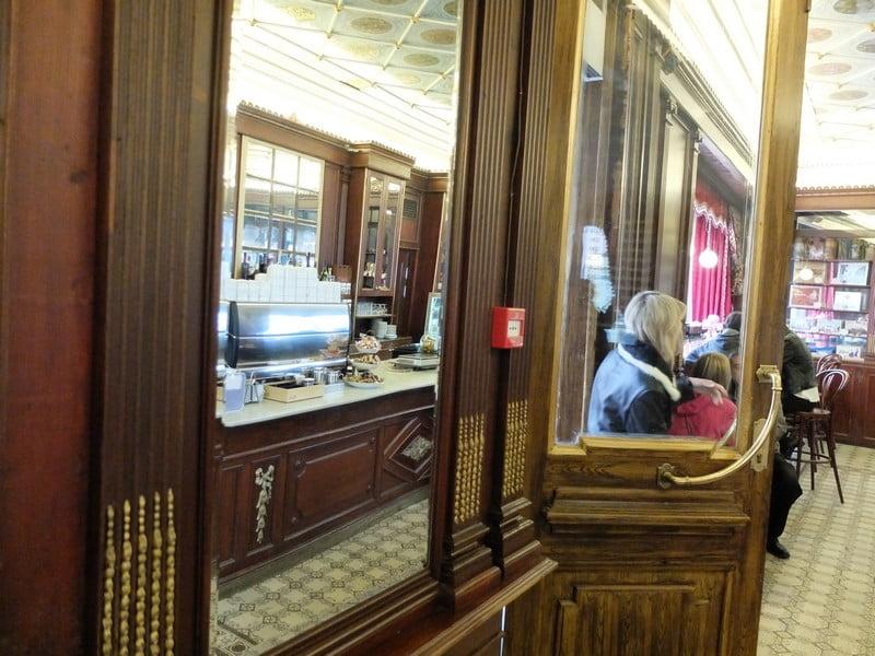 Estonya'nın tarihi kahve durağı: Maiasmokk Cafe'de 21