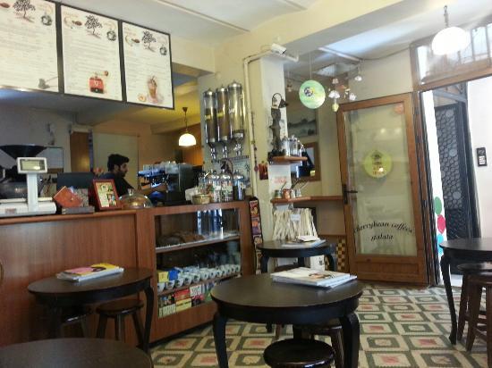 İstanbul'da kitabınızı keyifle okuyabileceğiniz 10 kafe 8