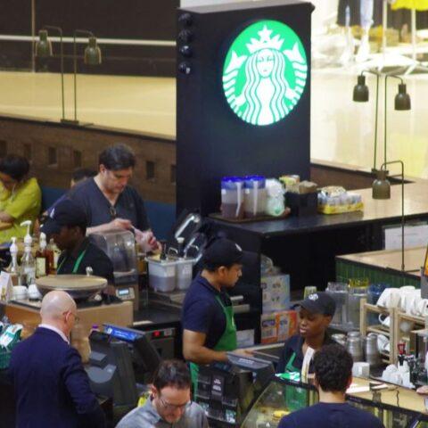 Starbucks'ta coronavirüs önlemleri: Sosyalleşme devri bitiyor!